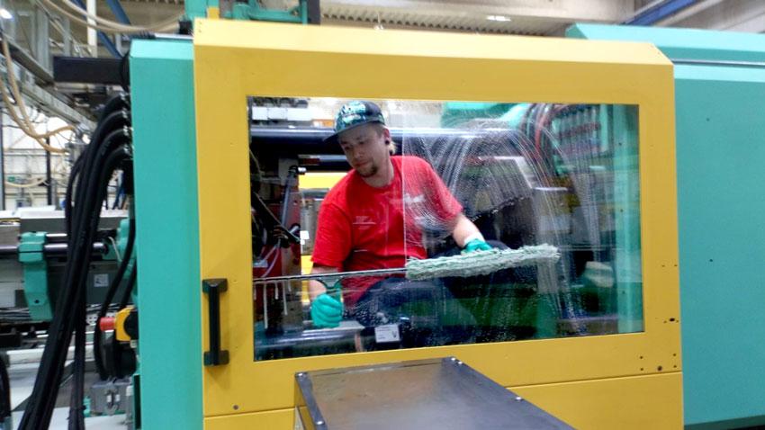 Industrie-Maschinenreinigung-bei-der-ITW-Fastener-Products-Hildesheim-Giesen-Hannover-01